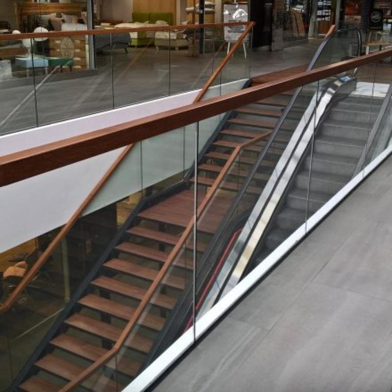 Idealnie dopasowane schody do wnętrza