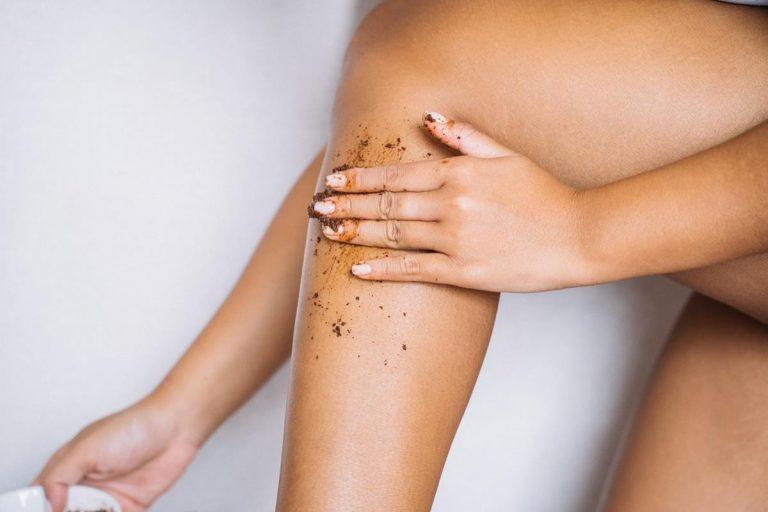 Porady dotyczące pielęgnacji skóry, które zapewnią promienną i promienną skórę